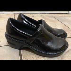 Born BOC Concepts Peggy Clogs Shoes Black Patent